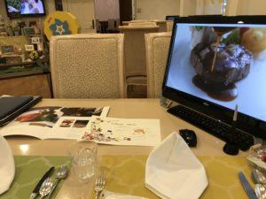 アニベルセルの料理のビデオ