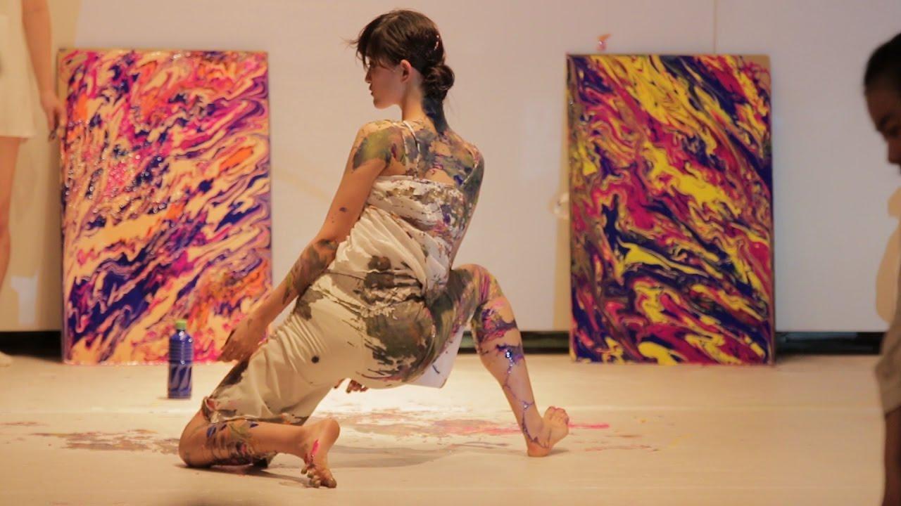 躍動する色彩、ダンス
